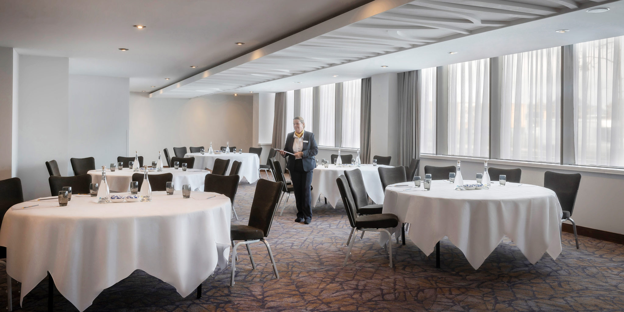 Cabaret-Meeting-Room-Maldron-Tallaght